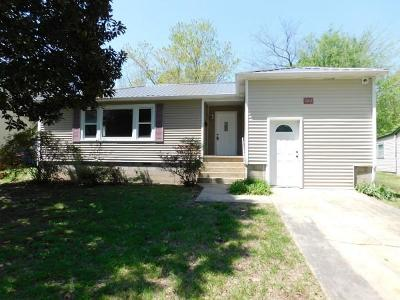 Boone County Single Family Home For Sale: 922 N Pine Street