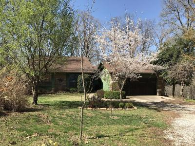 Boone County Single Family Home For Sale: 5404 Hickory Hill Lane