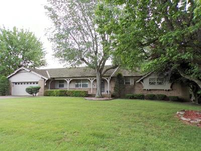 Boone County Single Family Home For Sale: 1504 Brentwood Drive
