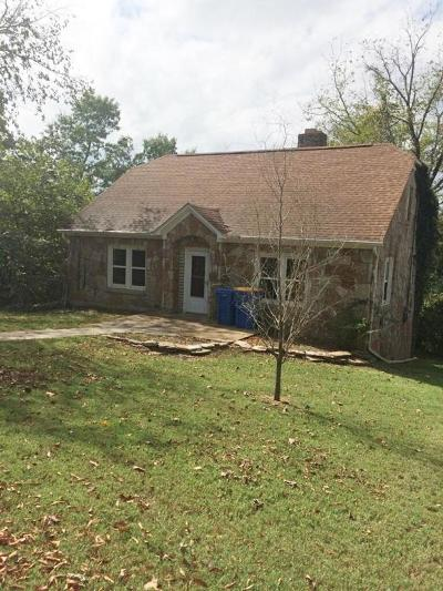 Boone County Single Family Home For Sale: 512 S Vine