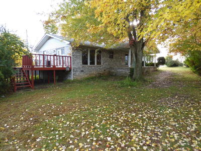 Boone County Single Family Home For Sale: 102 Magness Street