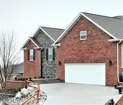 Boone County Single Family Home For Sale: 2002 Palmer Circle