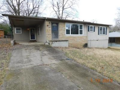 Boone County Single Family Home For Sale: 606 Teresa Street