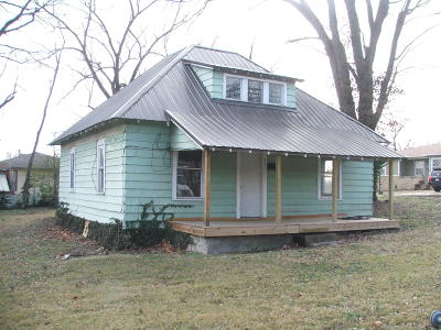 Single Family Home For Sale: 602 E Eagle Avenue