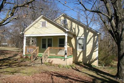 Boone County Single Family Home For Sale: 517 S Chestnut Street