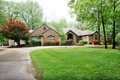 Boone County Single Family Home For Sale: 2106 Surrey Lane