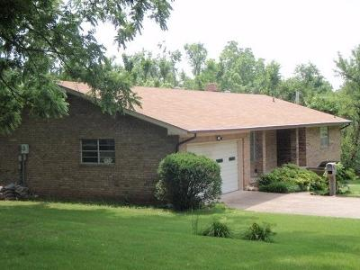 Boone County Single Family Home For Sale: 513 N Lucille