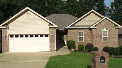 Single Family Home For Sale: 136 Leatherwood Loop