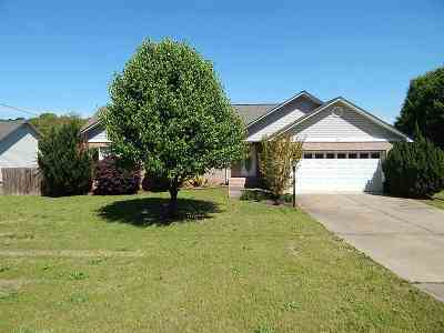 Hot Springs AR Single Family Home Active - Contingent: $157,500