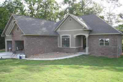 Single Family Home For Sale: 156 Old Oak Trail