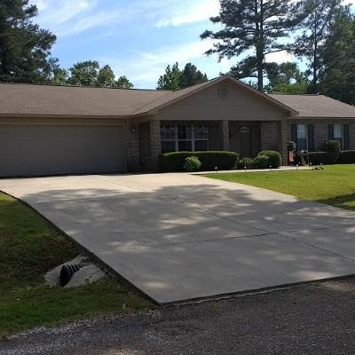 Single Family Home For Sale: 105 Mossman