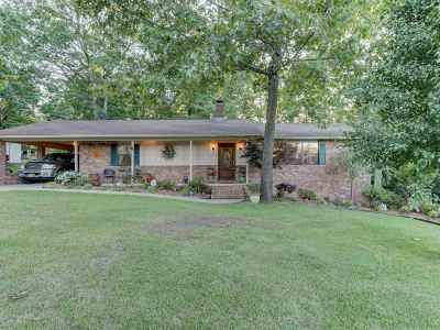 Hot Springs AR Single Family Home Active - Contingent: $165,000