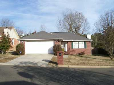 Single Family Home Active - Contingent: 108 Leatherwood Loop