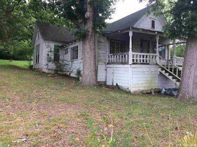 Hot Springs AR Single Family Home Active - Contingent: $10,000