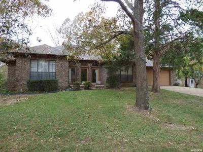 Single Family Home For Sale: 109 Shamrock Drive