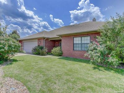Garland County Single Family Home Active - Contingent: 136 Deerview Circle