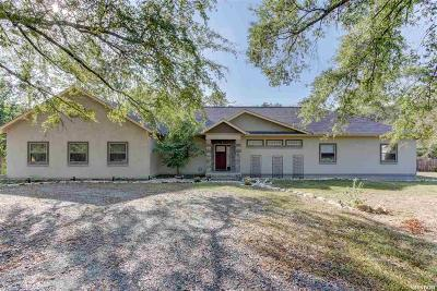 Single Family Home For Sale: 101 Pin Oak