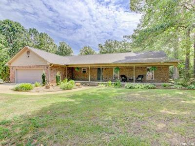 Single Family Home Active - Contingent: 168 Country Oaks Dr