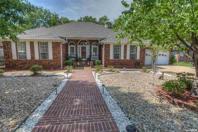 Single Family Home For Sale: 142 St Charles Cir