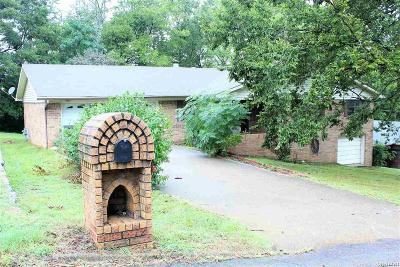Single Family Home For Sale: 202 Michael