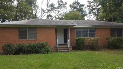 Single Family Home For Sale: 303 Freida
