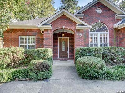 Single Family Home For Sale: 161 Shady Woods Ct