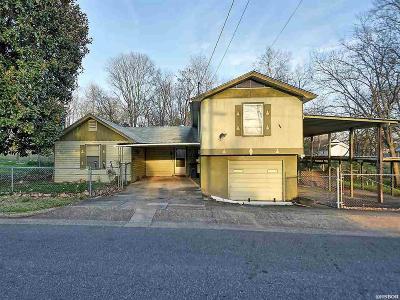 Single Family Home For Sale: 227 Plain