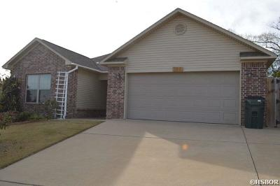 Single Family Home For Sale: 172 Durham Lp