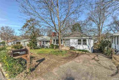 Single Family Home For Sale: 306 Oaklawn