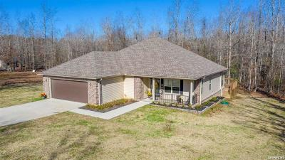 Single Family Home Active - Contingent: 6952 Bobby Woods Road