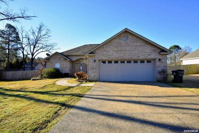 Single Family Home Active - Contingent: 184 Merganser Trl
