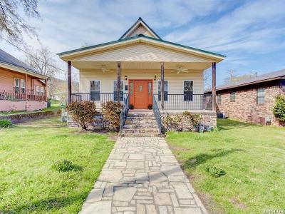 Single Family Home For Sale: 602 Rector St