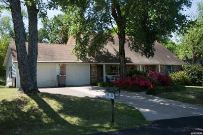Single Family Home For Sale: 103 Sunglow
