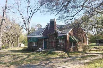 Single Family Home Active - Contingent: 22921 Hwy 67
