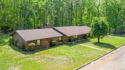 Single Family Home For Sale: 304 Pine Forest Lane