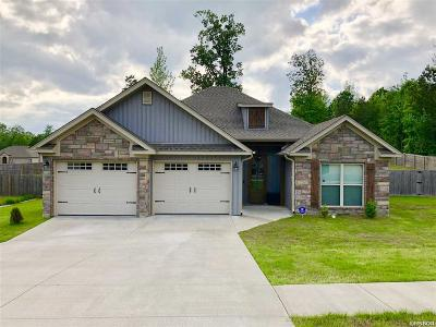 Single Family Home Active - Contingent: 3935 Hampton Dr