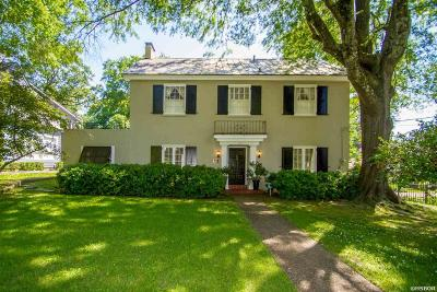 Single Family Home For Sale: 104 Fern