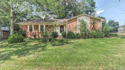 Single Family Home For Sale: 111 Chase Place