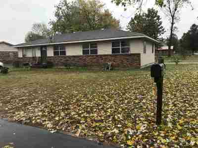 Single Family Home For Sale: 2001 Douglas