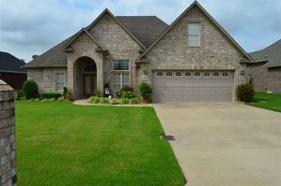 Jonesboro Single Family Home For Sale: 413 Chatham Cove