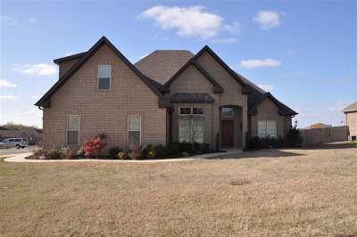 Jonesboro Single Family Home For Sale: 2401 Flatrock Trail