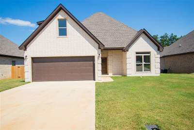 Craighead County Single Family Home For Sale: 424 Wiregrass Way
