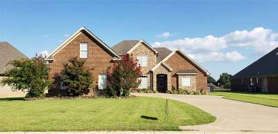 Jonesboro Single Family Home For Sale: 4605 Clubhouse