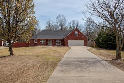Rogers Single Family Home For Sale: 143 Pueblo Dr