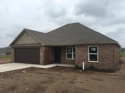 Prairie Grove Single Family Home For Sale: 1421 General Marmaduke Dr.