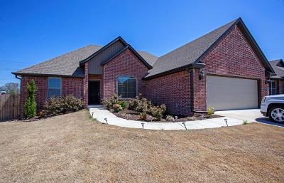 Bentonville Single Family Home For Sale: 801 SW Vangough