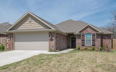 Single Family Home For Sale: 815 E Asher
