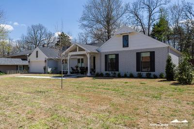 Fayetteville Single Family Home For Sale: 2381 E Golden Oaks