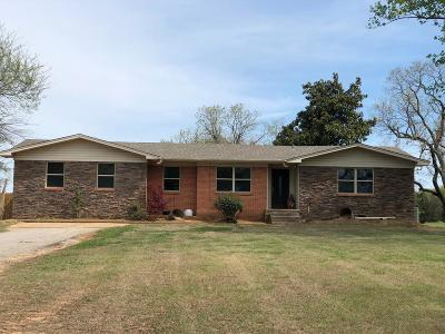Single Family Home For Sale: 510 E Newberry