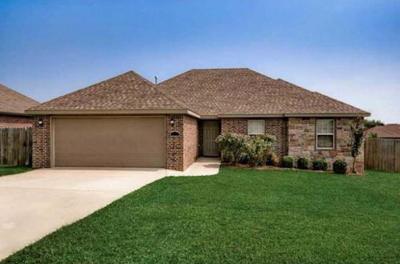 Single Family Home For Sale: 2800 N Seneca